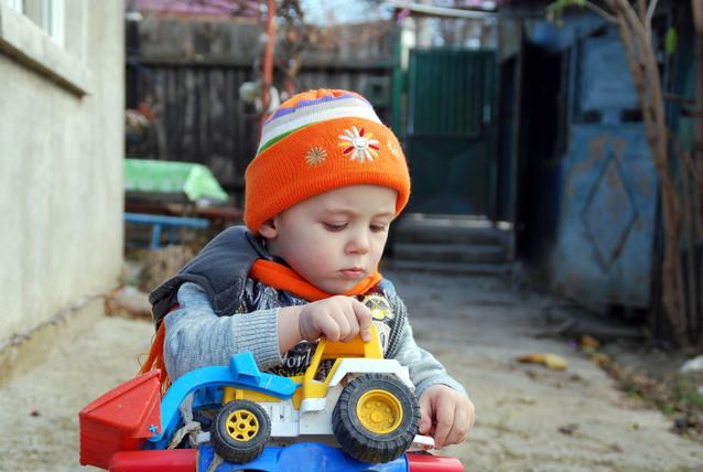 Как должен играть ребенок от года до двух лет