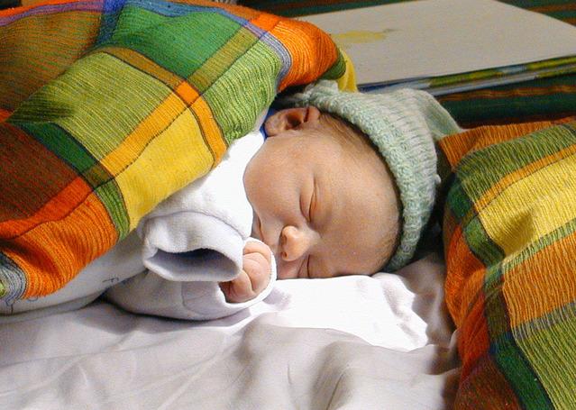Сон ребенка  от шести до десяти месяцев