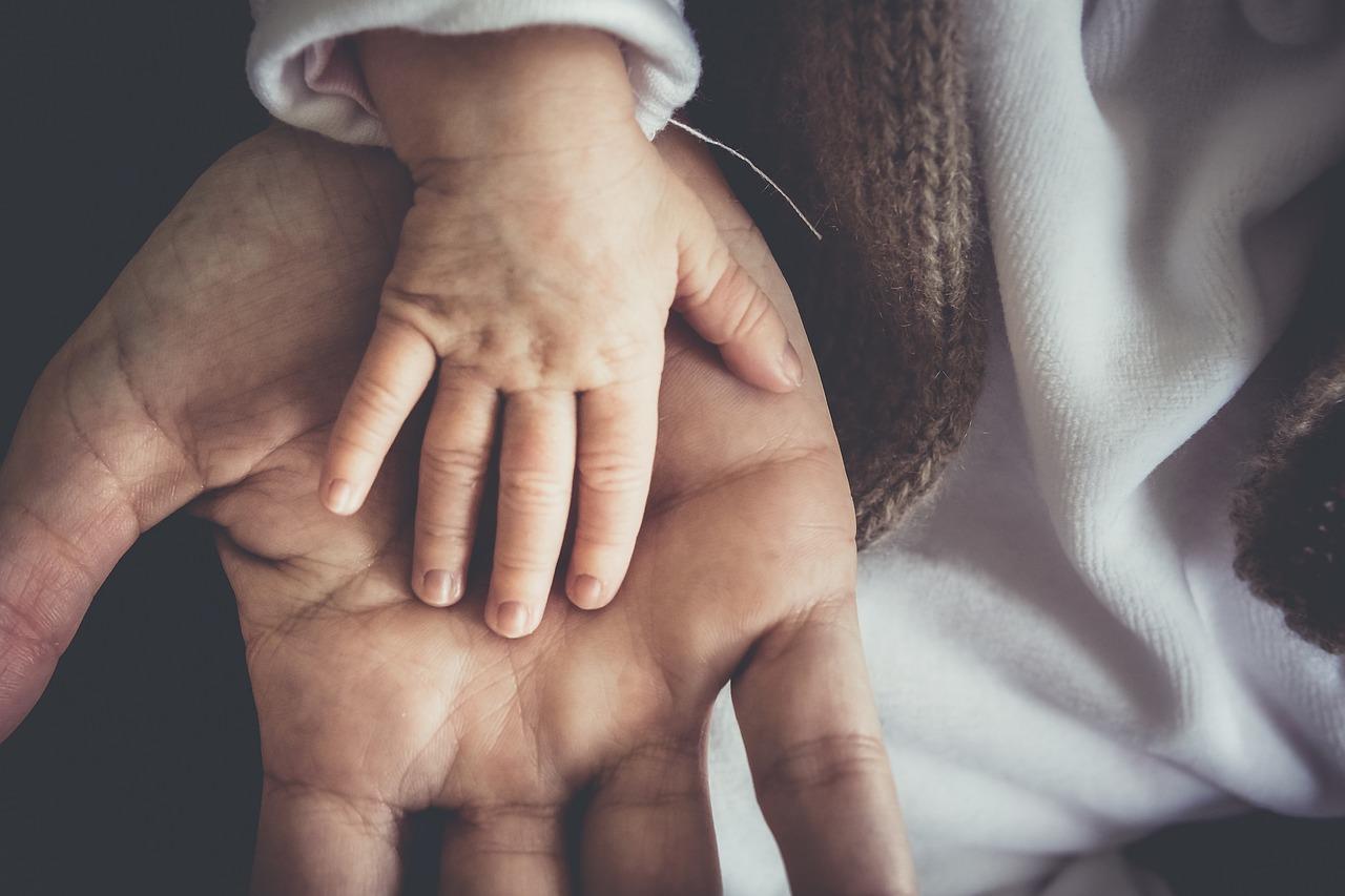 Ребенок называет няню мамой
