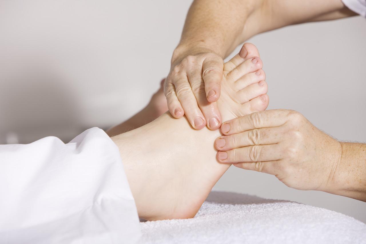 Китайский массаж области ног