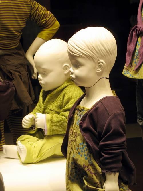 Детская одежда на манекенах