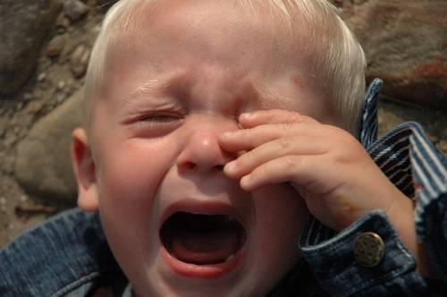 Ребенок плачет от страха