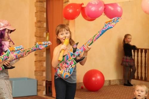 Дети поют на празднике