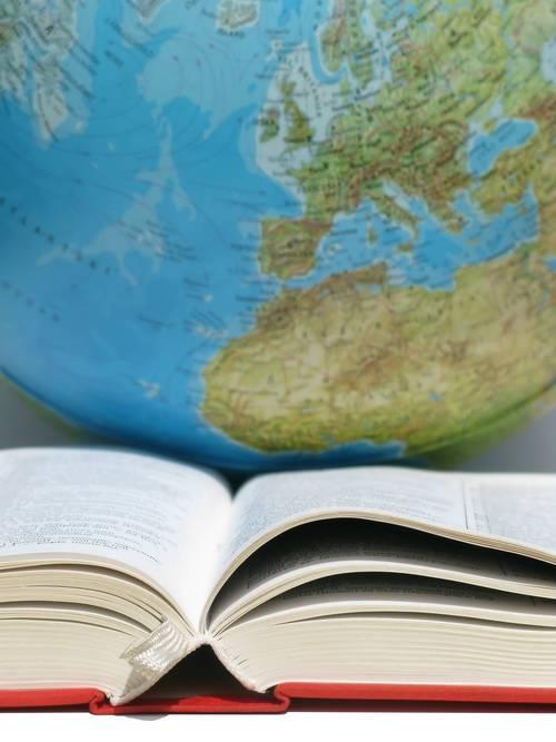 Учебник и глобус