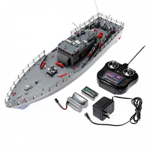 Радио-управляемый военный корабль
