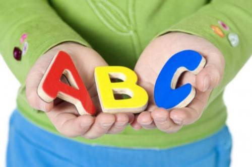 Ребенок и английский алфавит