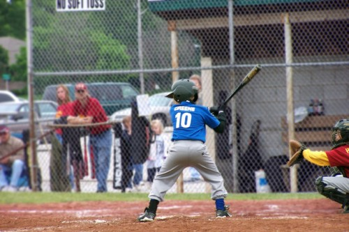 Ребенок-бейсболист