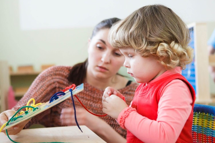 Система Монтессори для развития ребенка
